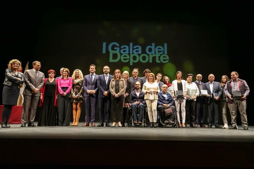 Foto con todos los galardonados. Cristo Garcia