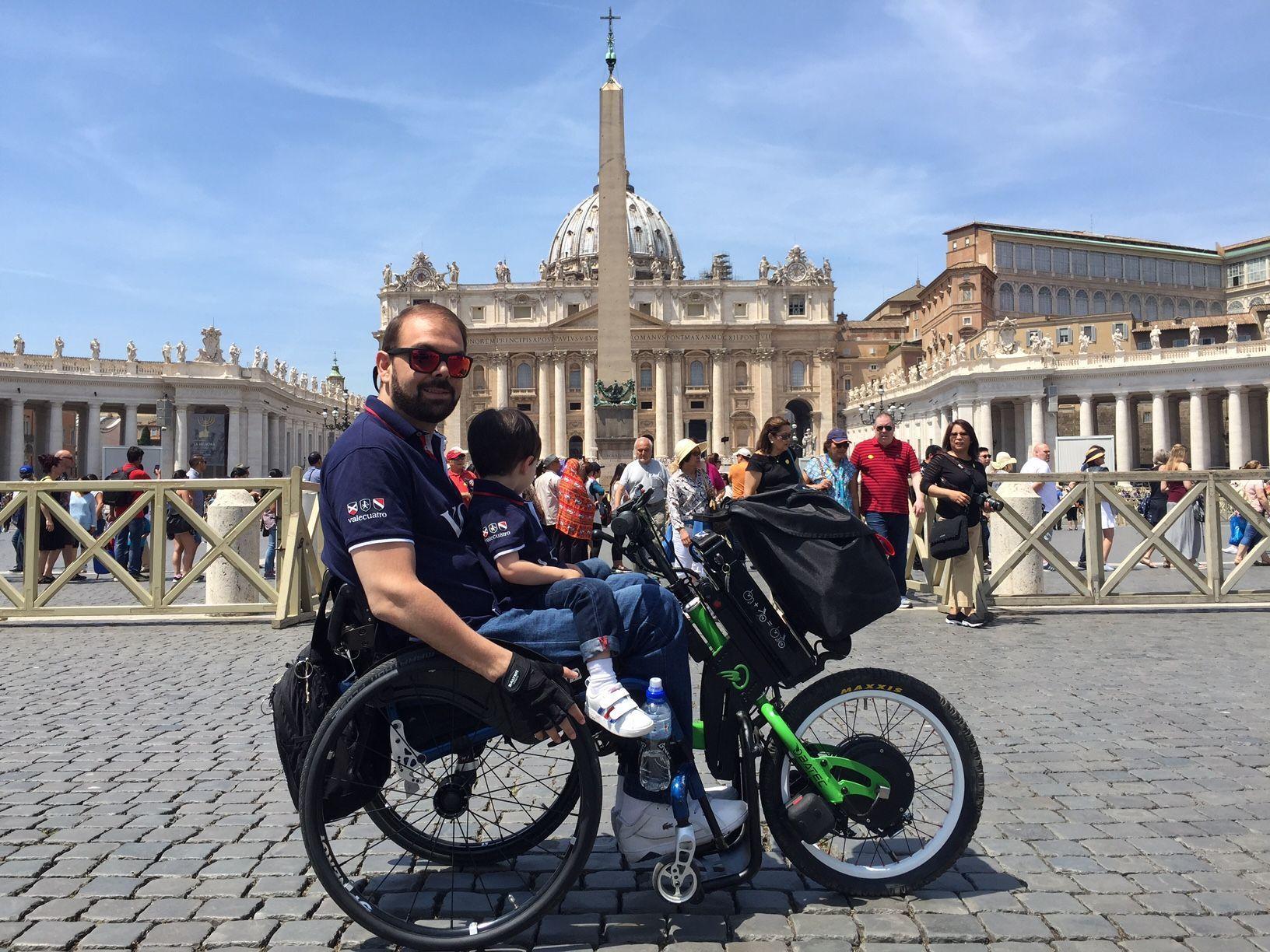Roma en silla de ruedas y Batec Mobility