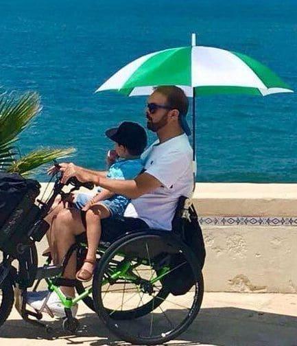 Francisco en el paseo marítimo con su hijo
